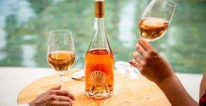 Vinho Rosé produzido em parceria com vinícola chilena chega com o conceito de Verão o ano todo.