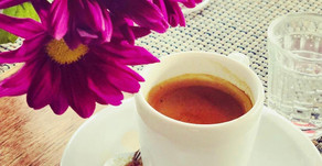 Com café, tudo se explica!