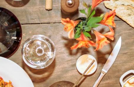 5 dicas de surpresas para a namorada com buque de flores