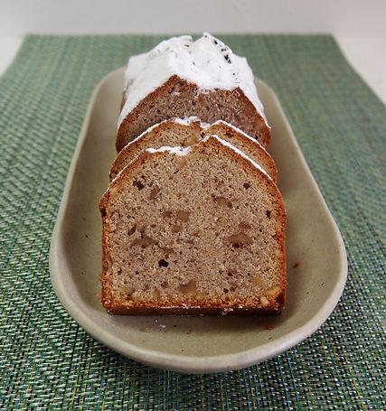 国産そば粉と有機くるみのパウンドケーキです。できるだけオーガニックの素材を使った無添加のパウンドケーキです。