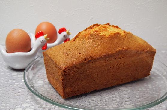 国産有機小麦粉に有機砂糖、平飼い有精卵と北海道バターを使ったパウンドケーキです。おーがnオーガニックの素材をできるだけ使ったこだわりのパウンドケーキです。