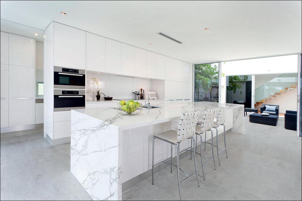 quartz-that-looks-like-calacatta-marble-