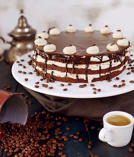 Čokoládovo kávový dort s kávovými pusinkami a čokoládovou polevou