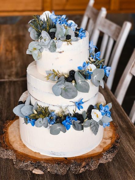 Svatební dort - naháč s živými květy a eukalitptem