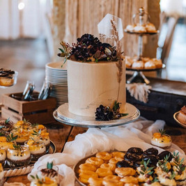 Svatební dort se sweetbarem