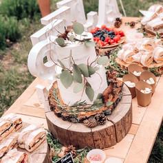 Letní svatební dort se sweetbarem
