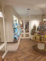 Buckingham_Shop.jpg
