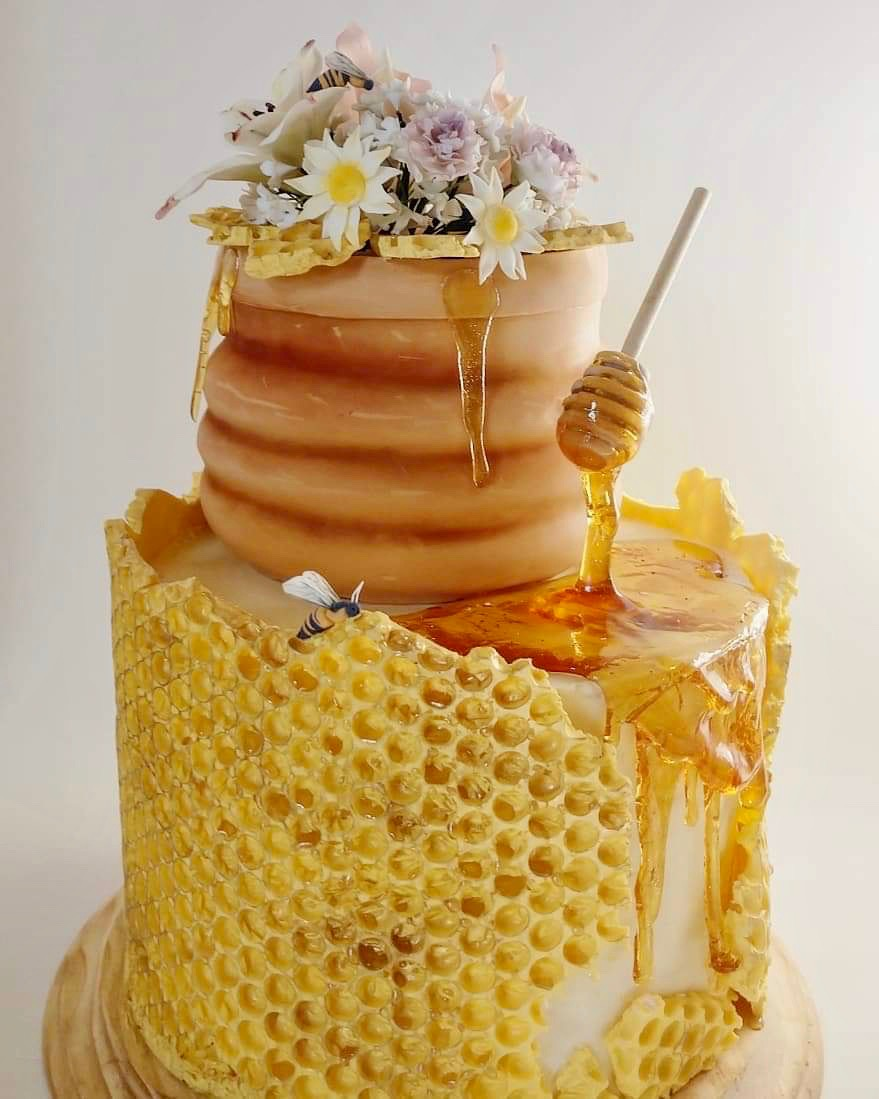 honey bee cake with honey pot