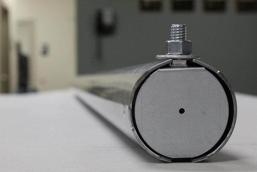 round track stud bolt