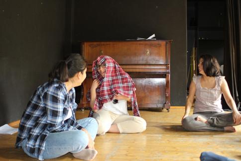 Der interkulturelle Theaterclub probt
