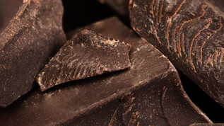 La fabrication de chocolat noir/blanc/au lait