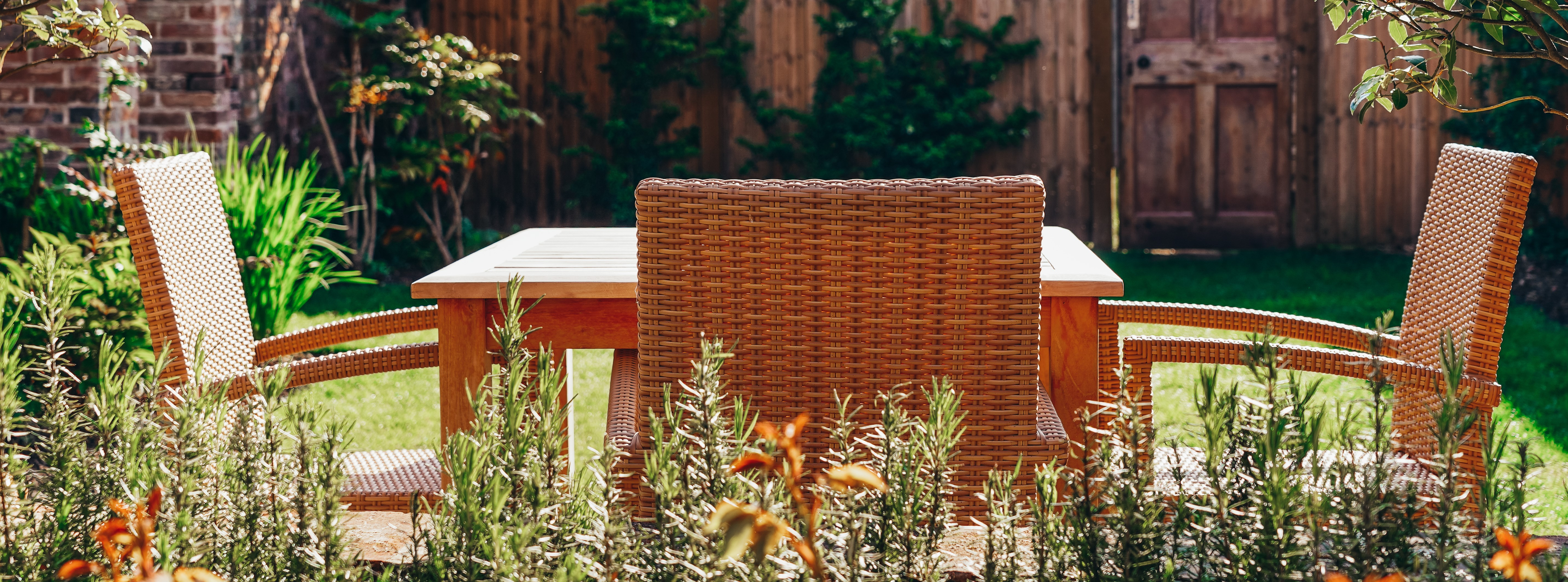 sunny chairs & table in 3