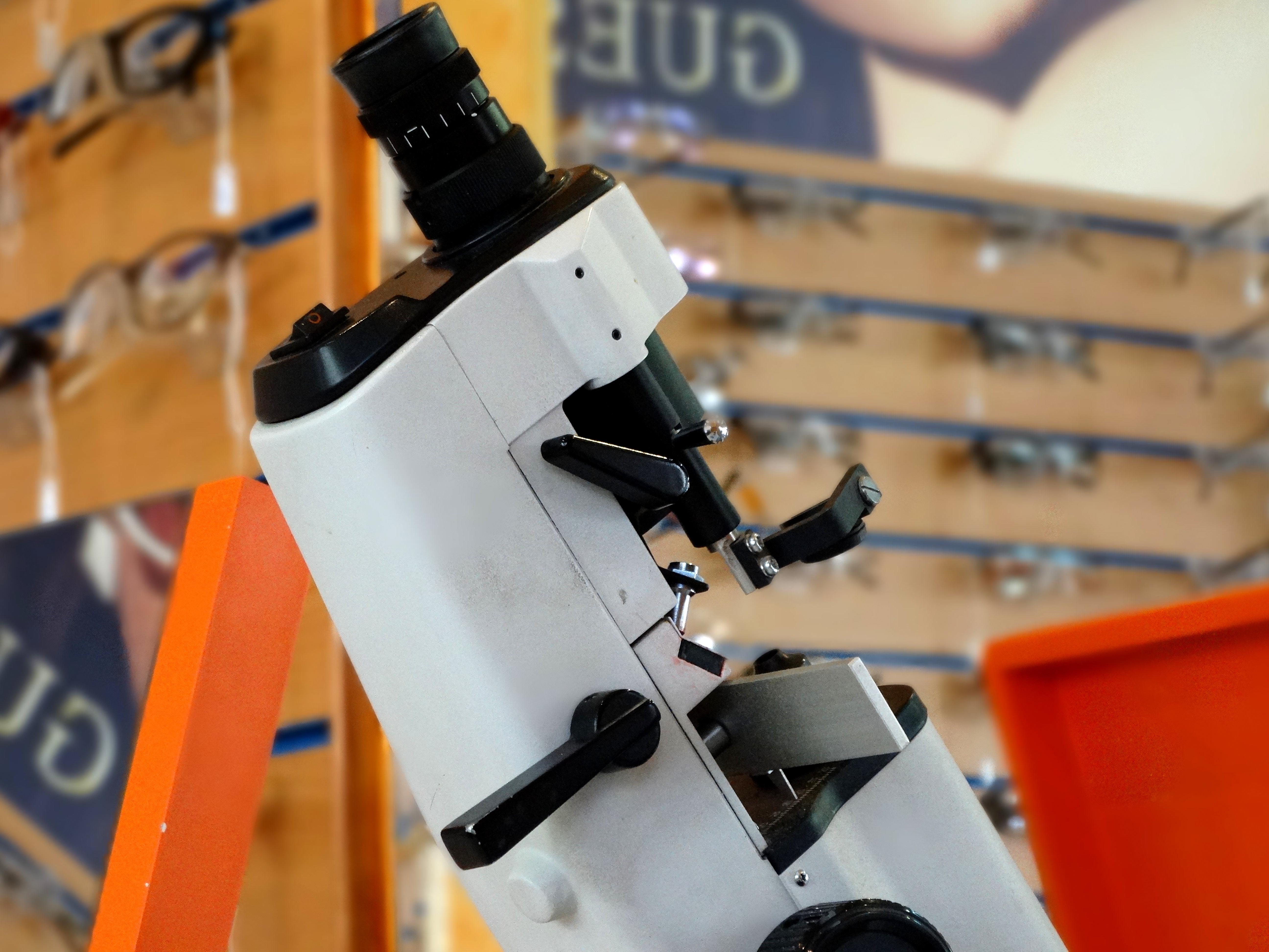 Frontofocómetro manual y digital