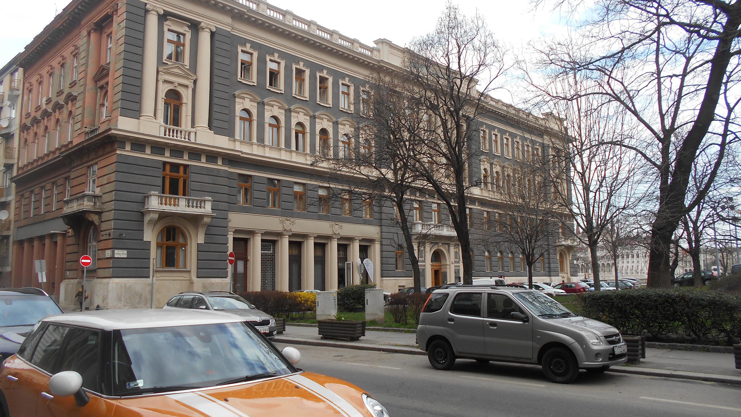 Szilágyi Dezső tér 1.