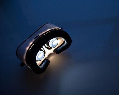 VR virtual reality headset light up insi