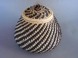 Acorn Vessel with Lid