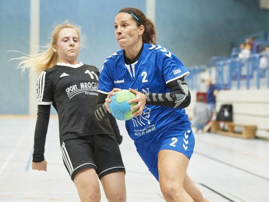 Liboria Romano von der FSG Biblis/Gernsheim (r.), hier gegen Pfungstadts Celine Meise, gelangen neun Treffer.