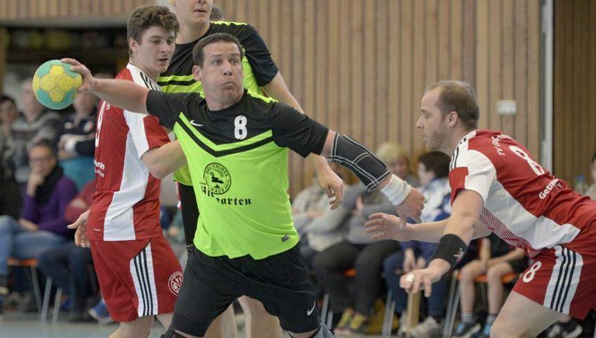 TGB-Spieler Daniel Nathmann, hier auf einem Archivbild beim Wurf, traf in der letzten Sekunde des Spiels bei der HSG Rüsselsheim/Bauschheim/Königstädten.
