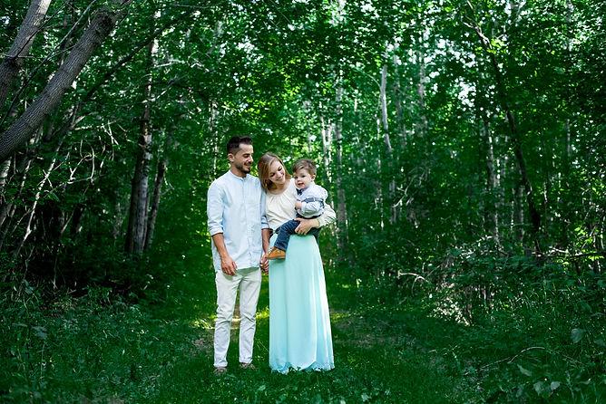 summer family photo by edmonton family photographer