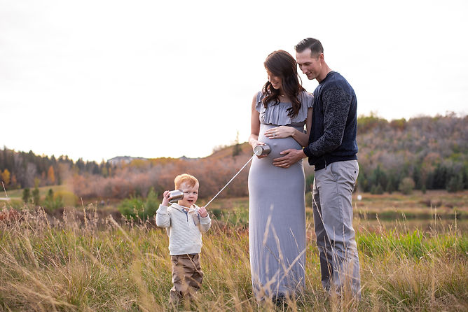 family maternity photo by edmonton newborn and maternity photograher at Hermitage Park