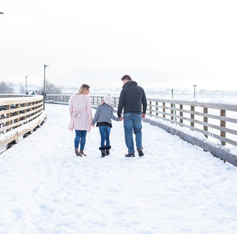 Professional Edmonton photographer winter family photo on wharf