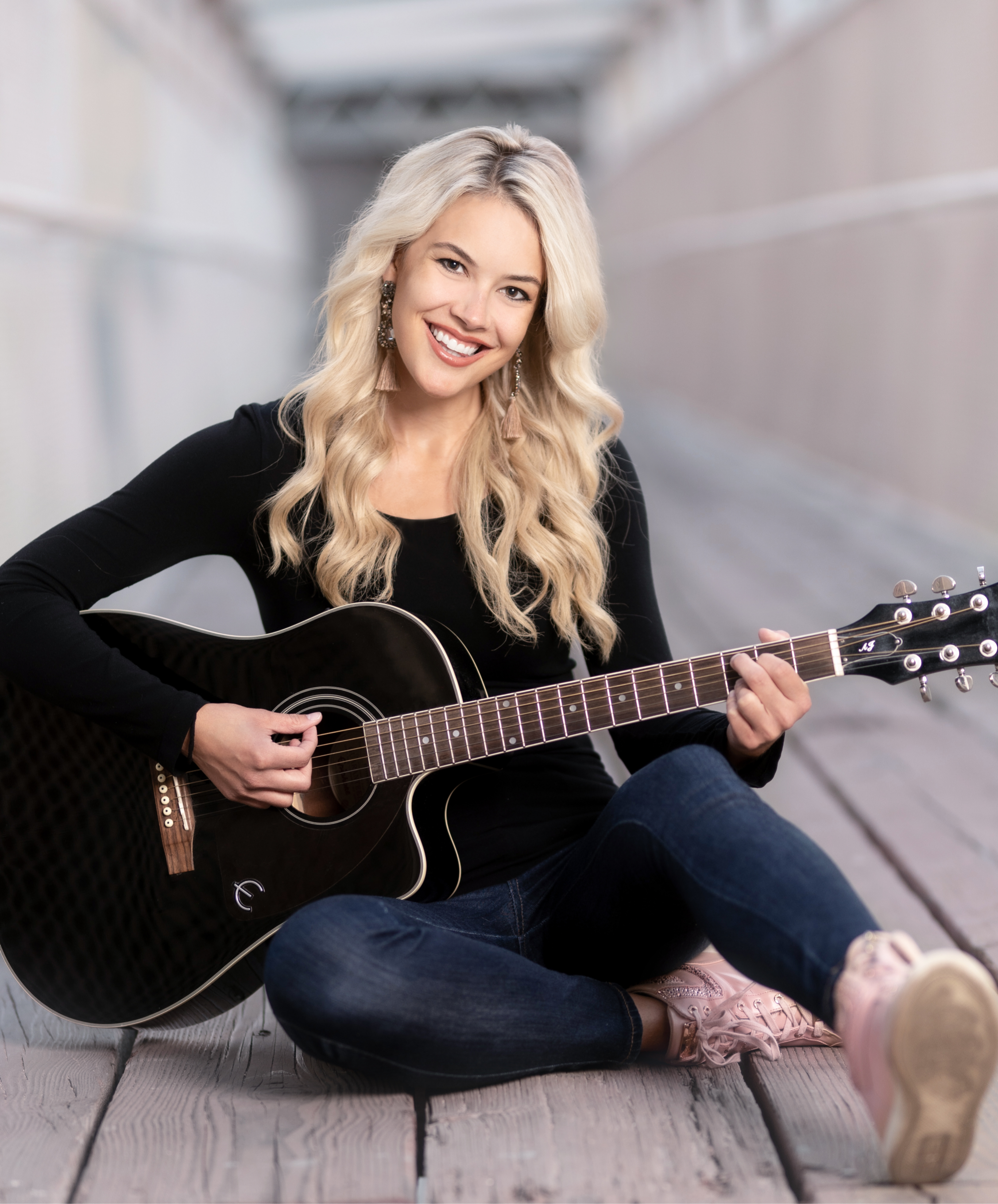 Ella Hartt - Country Music Singer/Songwriter