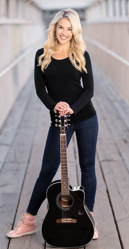 Ella Hartt - Promo Photo 1.jpg