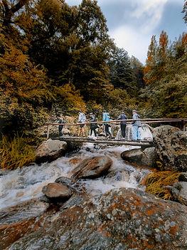 Cruzando el puentes del arroyo.jpg