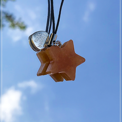 resin charm | gold star