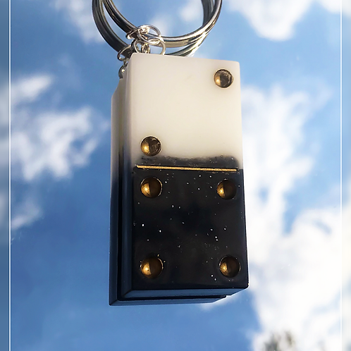 resin charm | duo dominos