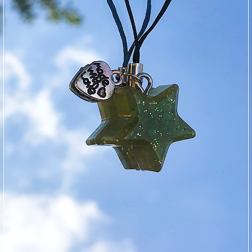 resin charm | green star