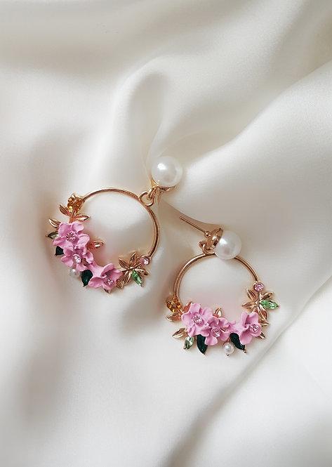 Pink fleur earrings.