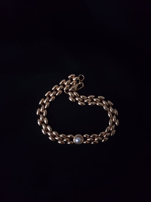 Josephine 1960s Vintage 18k Gold Plated Bracelet With a Pearl