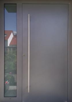 Haustüre mit Seitenteil, grau