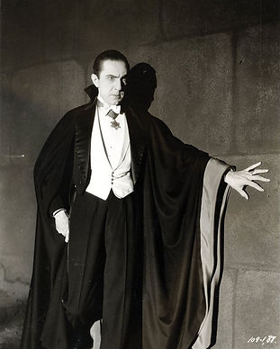 Bela_Lugosi_as_Dracula,_anonymous_photog