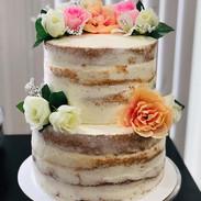 Naked wedding cake 🌸 #nakedcake #weddin