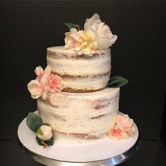 Naked cake 🌸 Check out those layers in