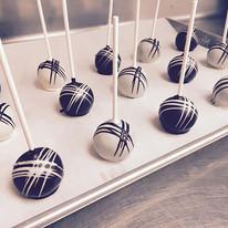 Criss cross cake pops 😋 #cakepops #choc