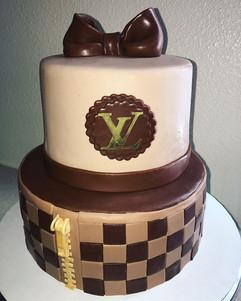 Louis Vuitton Birthday Cake 😋 #LouisVui