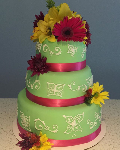 Fresh floral cakes with fondant and pipi