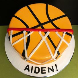 🏀 CAKE & 🏀 CAKE POPS! 😋😋 #Basketball