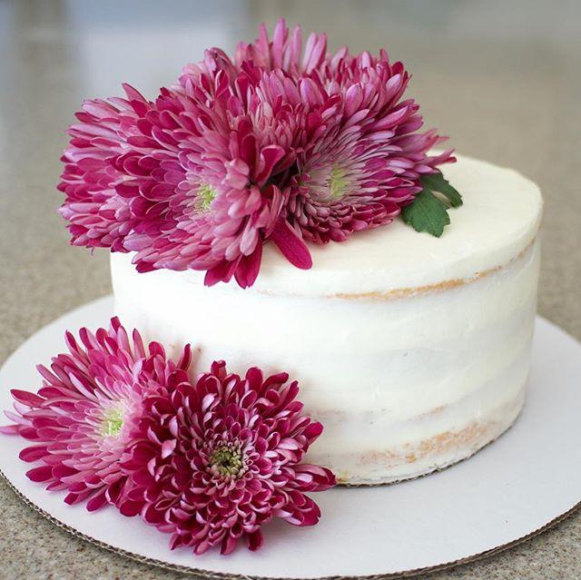 Simple & beautiful #freshflowercakes #na