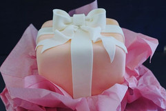 Birthday gift cake 🎁💕 #giftcake #custo
