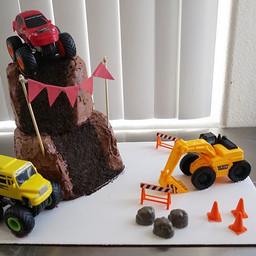 It's a MUD cake! #happybirthday #customc