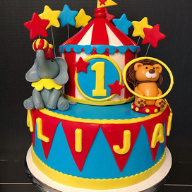 In love with this circus themed cake! De