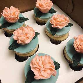 Peony cupcakes!! 🌸💕 #Cupcakes #Peony #