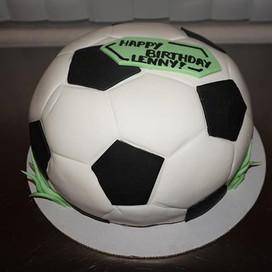 Soccer cake ⚽️⚽️⚽️✊ #fondant #carvedcake