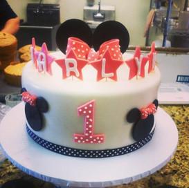Minnie Mouse Cake #cakeworld #minniemous