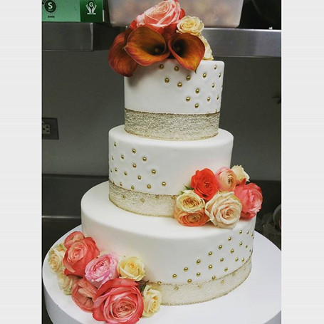 Floral wedding cake #pastrychef #lovewha
