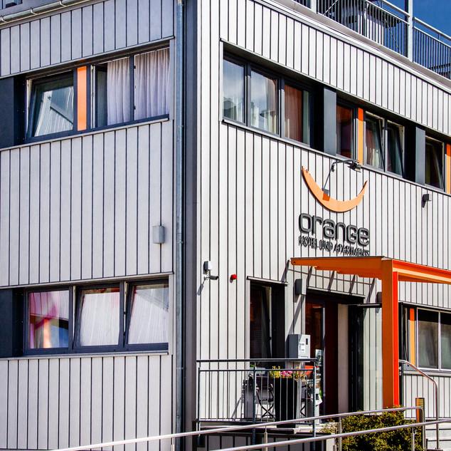 Das Orange (Friseur-)Hotel auf dem Campus